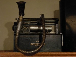 800px-Edmonds_Historical_Museum_-_Dictaphone_03