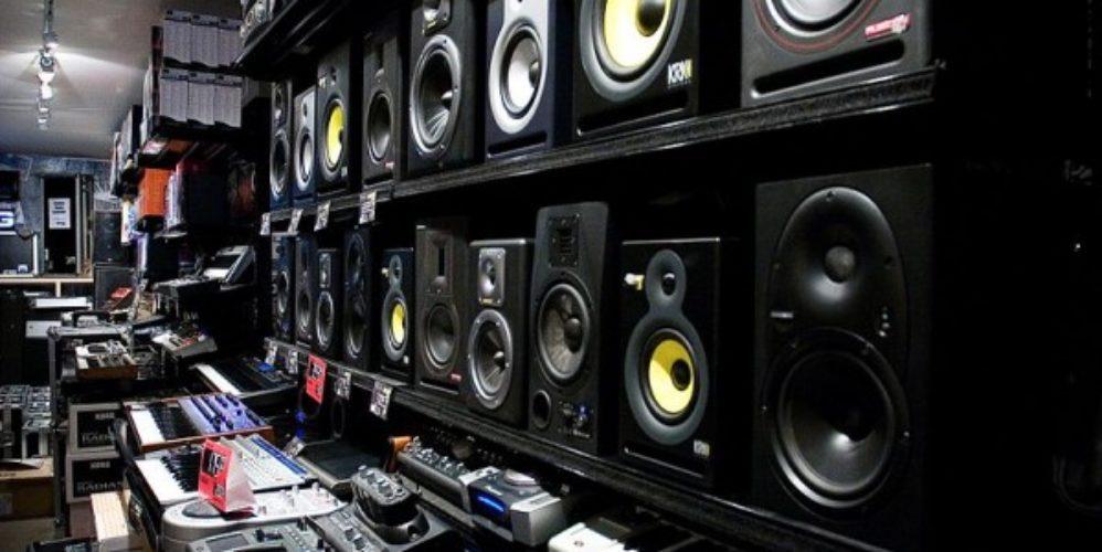 800px Moog_Audio_shop_interior_1_Montreal_Canada